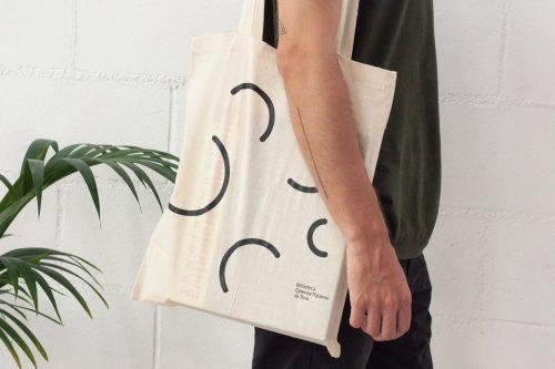 Vine a recollir la teva bossa de cultura, compartim llibres, pel·lícules i música, per a totes les edats